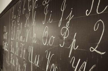 Letra de forma ou cursiva na alfabetização? 8 esclarecimentos para entender de vez esta polêmica!